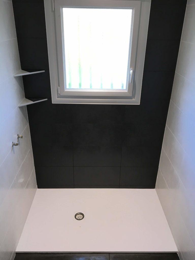 LCD - Douche à l'italienne avec carreaux noirs et blancs