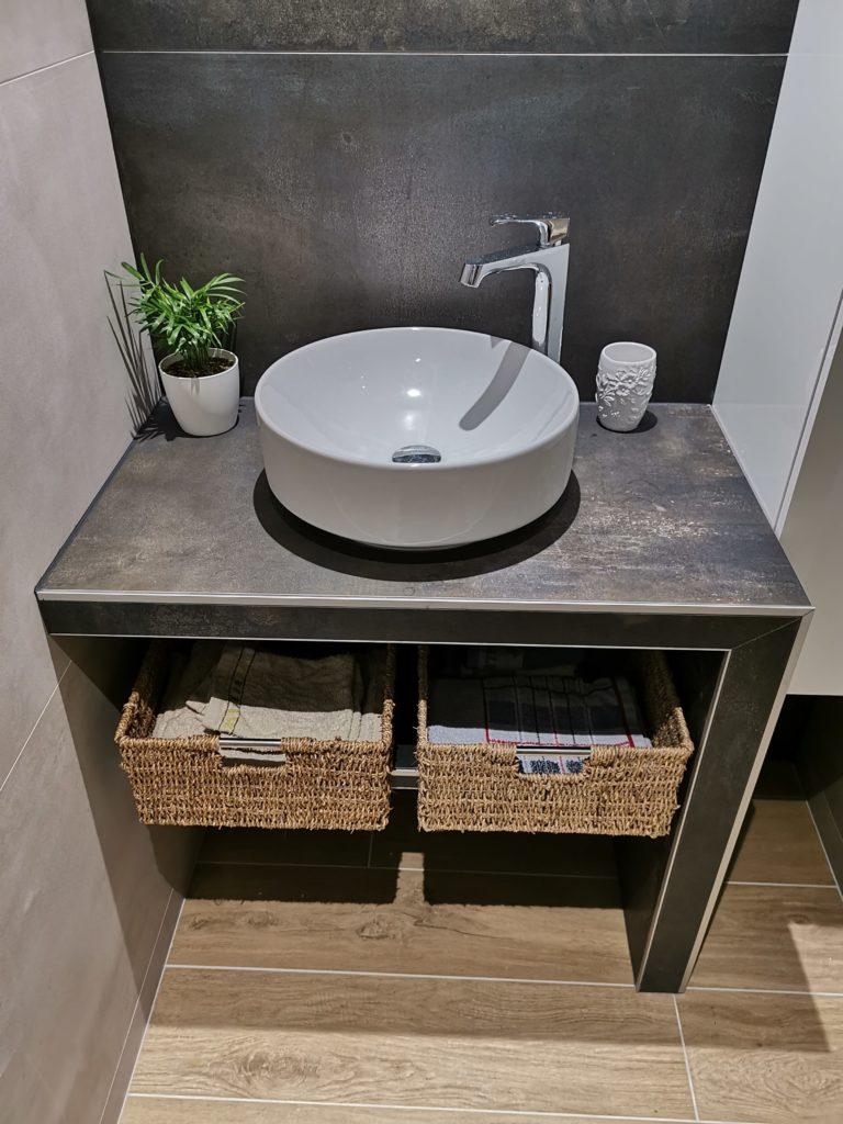 Aménagement d'une salle de bain style industrielle.