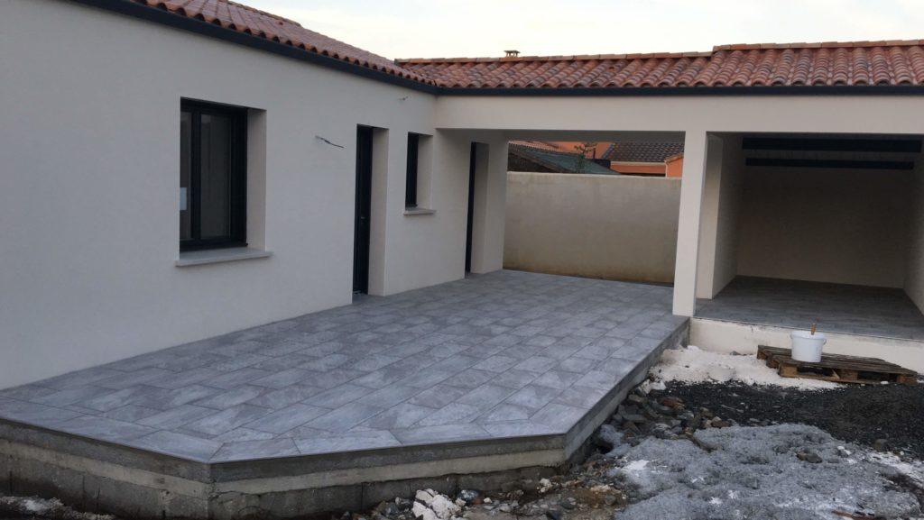 Terrasse extérieure carrelage gris