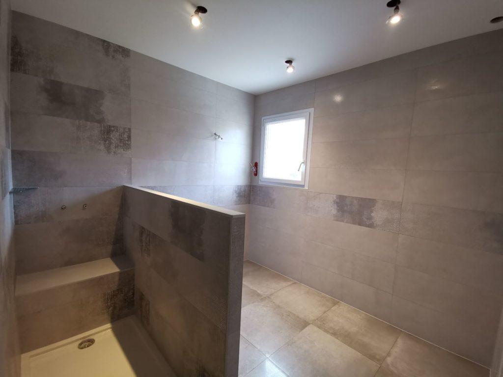 Carrelage total style béton salle de douche